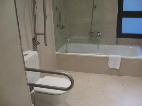 โรงแรมบาร์เซโลคาเทดรัล: Banheiro 3