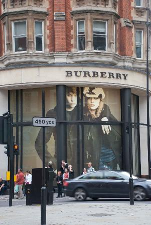 Burberry: Massive advertising at ground level