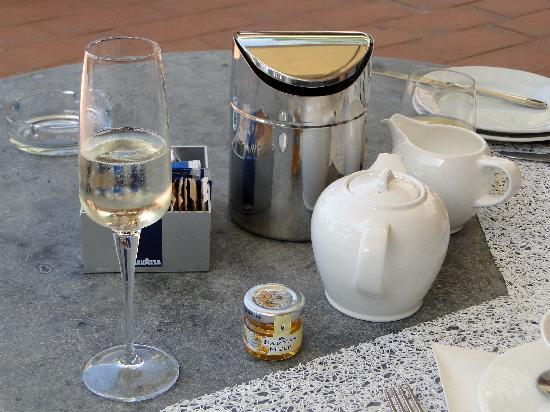 FH Villa Fiesole Hotel: Desayuno con copa de Prosecco