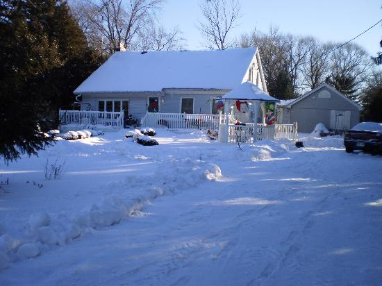 Carbonnel Bed & Breakfast: Winter Scene