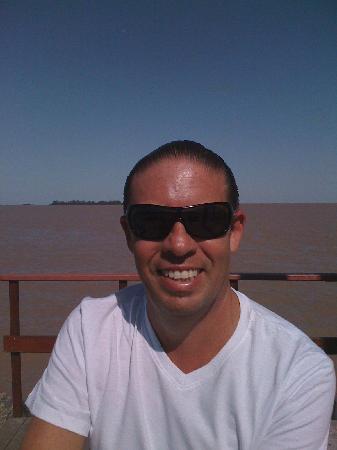 Colonia del Sacramento, Uruguay: El Rio de la Plata muelle del yath de Colonia