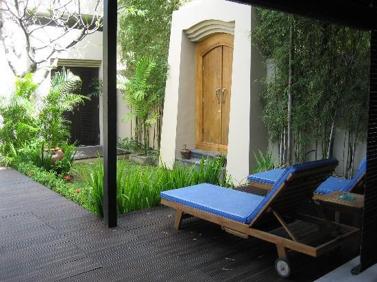 Alam Warna: Bottom floor, looking out at the front door