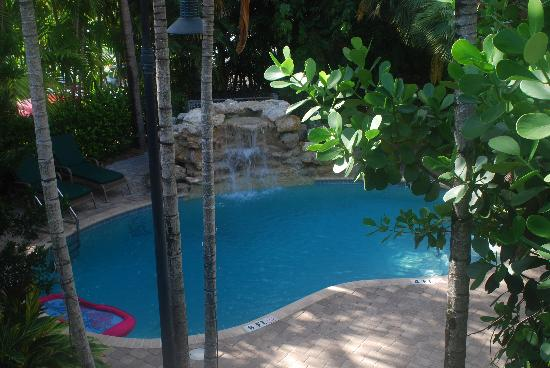 Crane's Beach House Boutique Hotel & Luxury Villas: waterfall pool