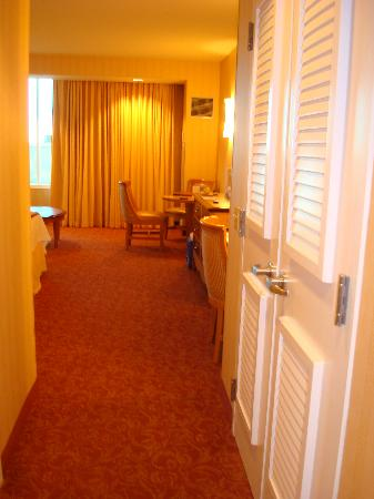 South Point Hotel Casino and Spa: room entrance