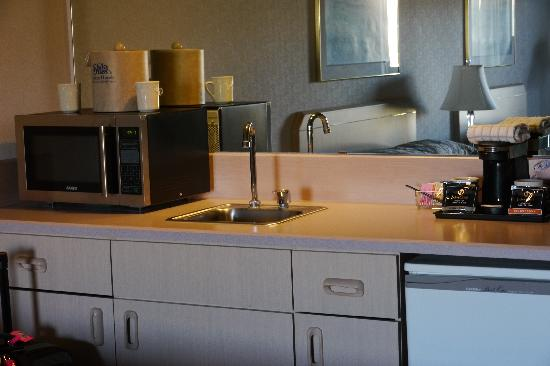 Shilo Inn & Suites - The Dalles: Kitchen Area