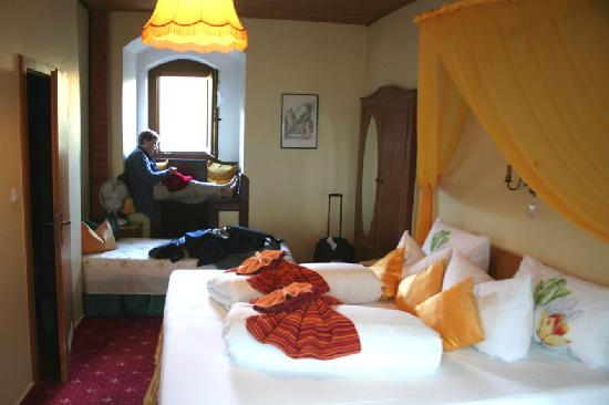 Hotel Kranenturm: Our tower room, facing the Rhine