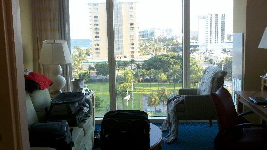 Courtyard Fort Lauderdale Beach: view out the window