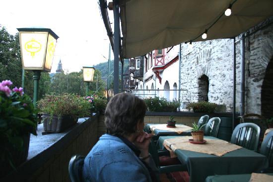 Hotel-Restaurant Kranenturm: Outdoor dining