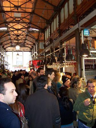 Mercado San Miguel: Mucha gente....si!!!