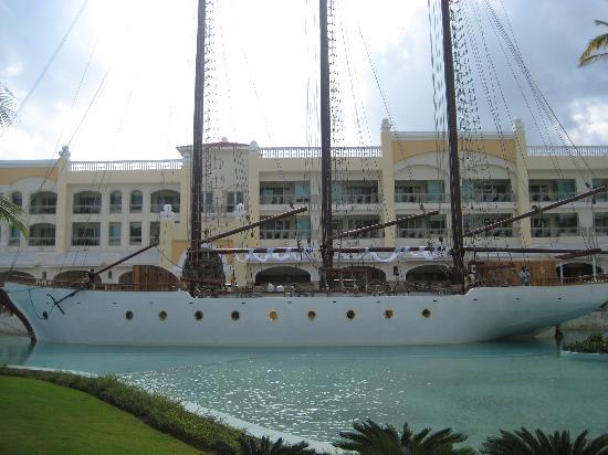 Iberostar Grand Hotel Bavaro: Famous boat