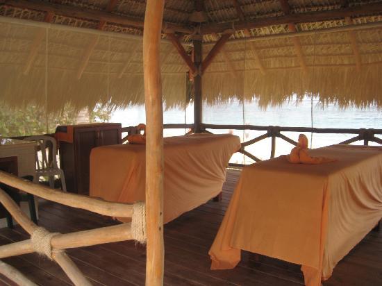 Iberostar Grand Hotel Bavaro: massage on the beach