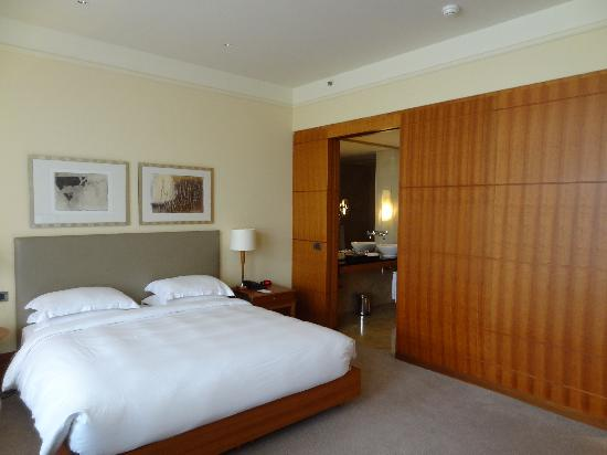 bedroom picture of park hyatt hamburg hamburg tripadvisor. Black Bedroom Furniture Sets. Home Design Ideas