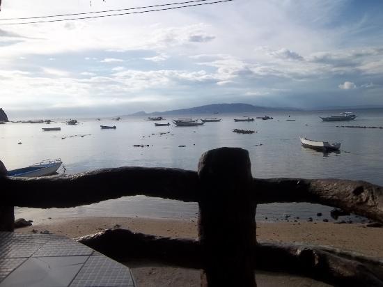 Jhanarieans Resort: Water view