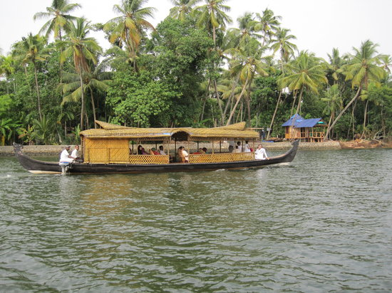 Muziris Heritage - Day Tours: backwater tour