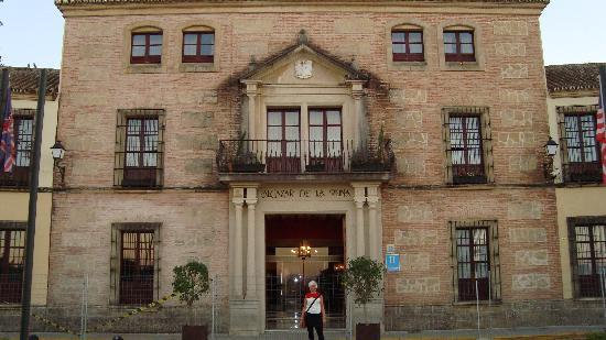 Alcazar de la Reina Hotel: Front of hotel