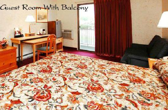 Econo Lodge Near Stewart International Airport: Guest Rooms with Balcony