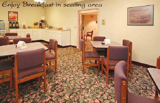 Econo Lodge Near Stewart International Airport: Spacious Dining Area