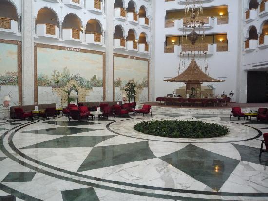 Hotel Oceana Hammamet : L'intérieur avec la vue sur le bar