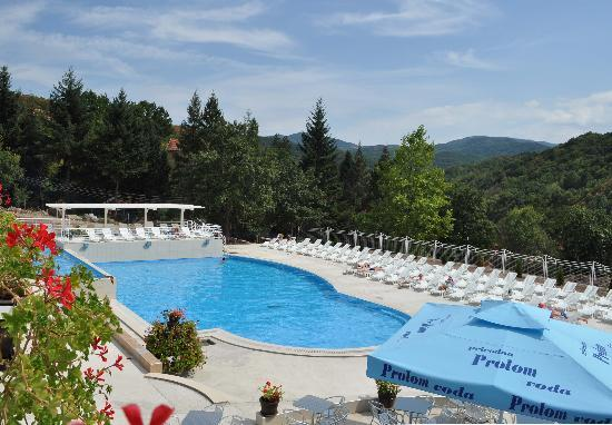Hotel Radan Prolom Banja: Opendoor swimming pool