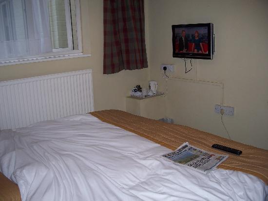 Best Western George Hotel: The bed is definitely too big