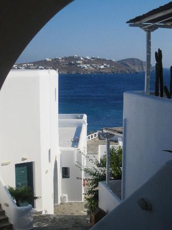 Apollonia Hotel & Resort: vue de l'escalier qui mène aux chambres