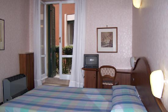 Cavour: camera con balconcino