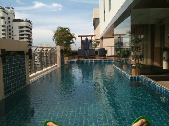 อเดลฟี่สวีท กรุงเทพ: ホテルのプール(部屋の前)