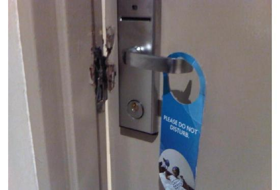 Garden Court Sandton City: Room Door broken