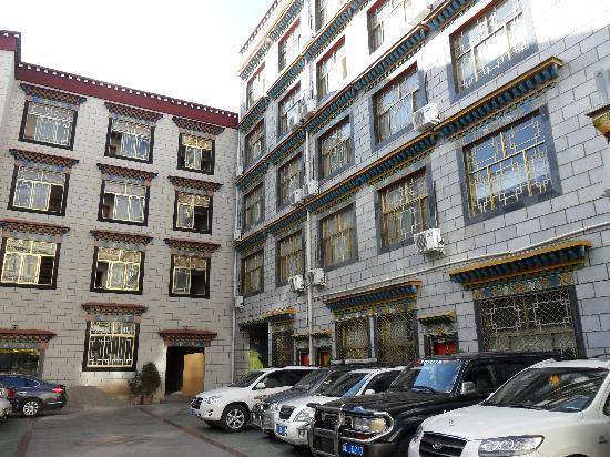 Mandala Hotel (Jiangsu Road): Hotel exterior
