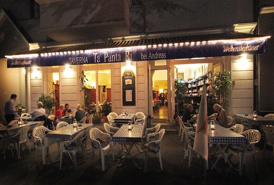 TA PANTA RI: Abendliches Tavernenflair