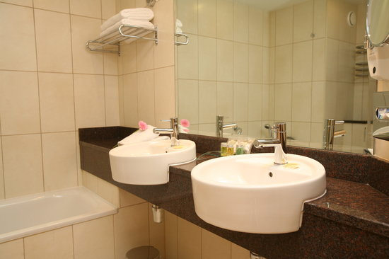 Glasson Country House Hotel & Golf Club: Bathroom