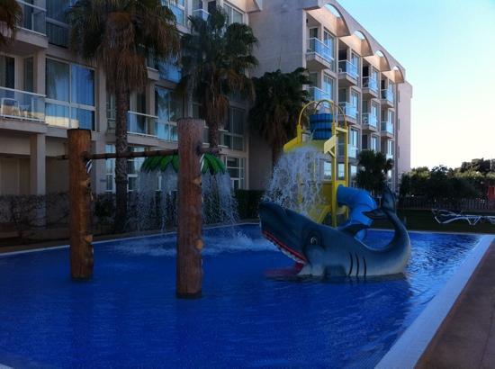 Eix Alzinar Mar Suites - Adults Only: piscina de juegos