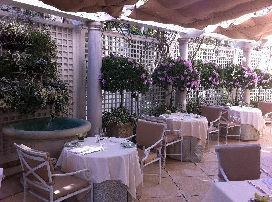 The Peninsula Beverly Hills: outdoor breakfast