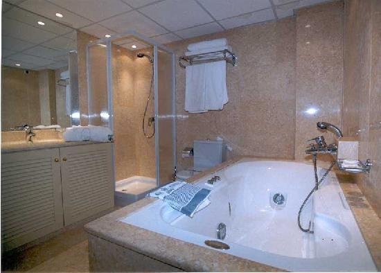 Titania Hotel: Deluxe suite Jacuzzi