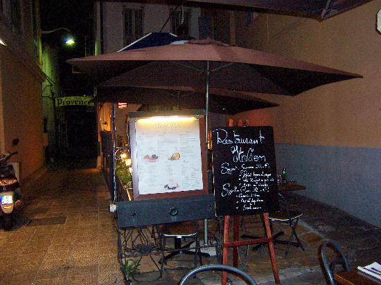 Il Vicoletto: The front of the restaurant from the pedestrian street