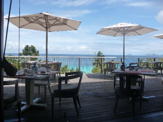 Four Seasons Resort Seychelles: Le petit déjeuner est servi au ZEZ, vue superbe!