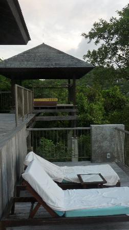 Four Seasons Resort Seychelles: Le sun deck et le day bed