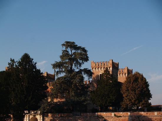 Panorama del Castello Bevilacqua