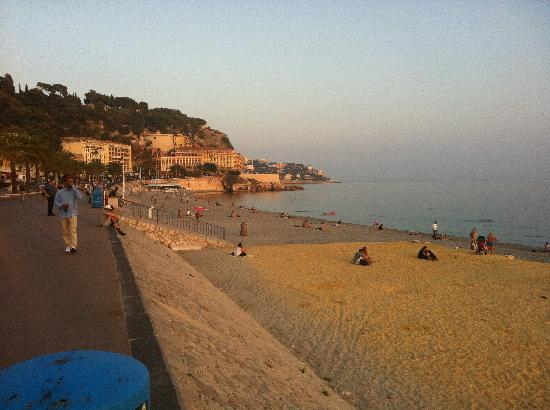 Camping du Pylone: Beach in Nice
