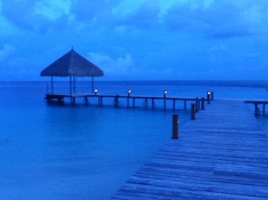 Veligandu Island Resort & Spa : Night view of one of the beaches