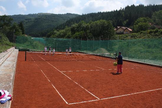 Lukovo, Serbien: Tennis court