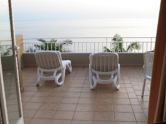 La Muralla Apartamentos : Terrasse mit Meerblick