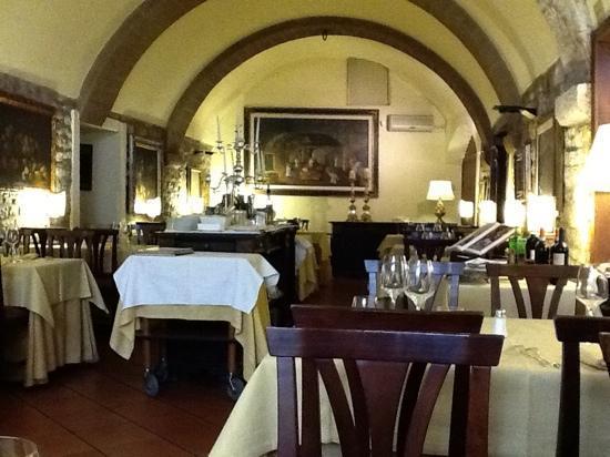 Taverna del Lupo: inside the restaurant