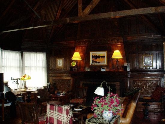 Carruth House : TV Lounge and Pool room