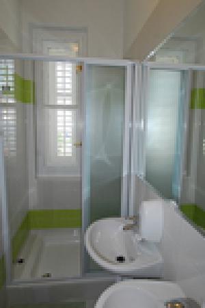 Hostel Split Backpackers: shower