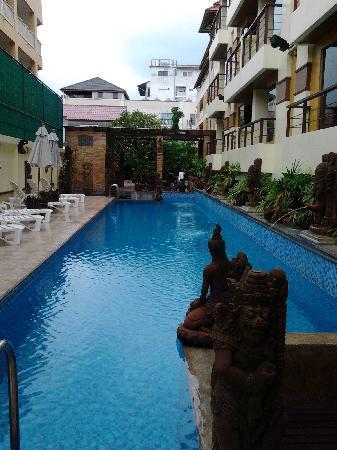 Poppa Palace Hotel Phuket: The swimming pool