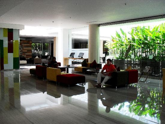 Mercure Bali Harvestland Kuta: Harvestland reception view