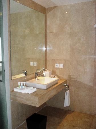 Mercure Bali Harvestland Kuta: Harvestland bathroom view