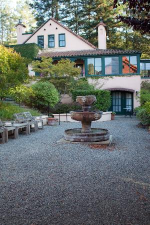 Applewood Inn And Spa: Courtyard-Facing Belden House