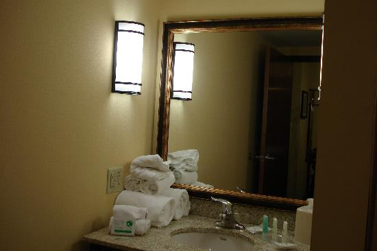 Comfort Suites Altoona: lots of towels